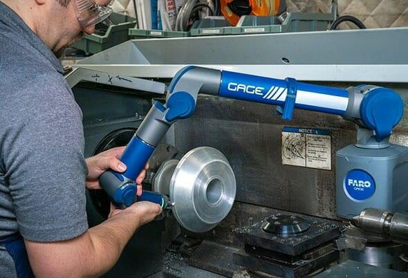 3D-Messungen im Maschinenbau mit handlichem Koordinatenmessgerät