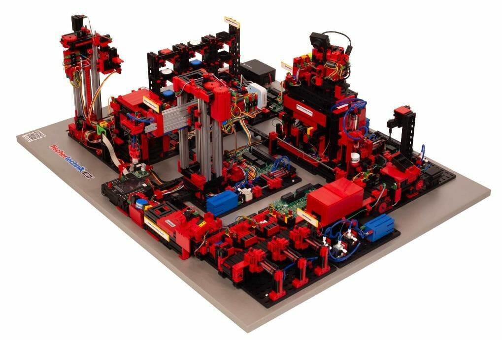 Fabriksimulationen auf der Motek: Lernfabrik 4.0 von