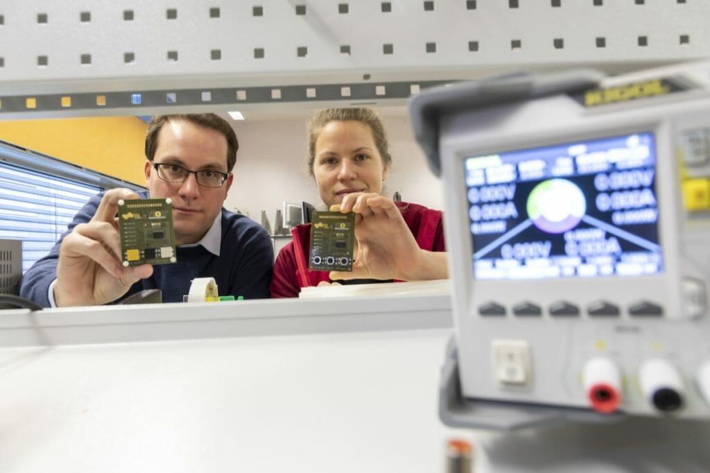 Mit unterschiedlichen Funktechnologien direkt im Internet der Dinge kommunizieren: Carlo Alberto Boano und Hannah Brunner