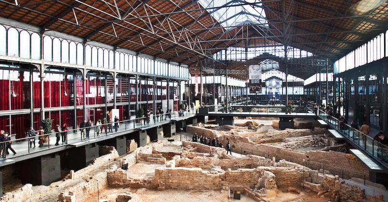 """Bild 1: Der alte Markt """"Mercat del Born"""" im Stadtteil Born in Barcelona ist mit 8.000 Quadratmetern die größte innerstädtische Ausgrabungsstätte Europas."""