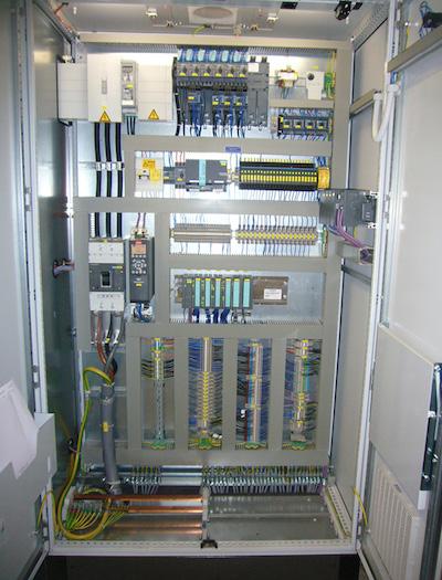 Ohne Steuerung geht gar nichts: Die Kombination aus ecscad und Autodesk Vault bringt KWS Sicherheit, zum Beispiel beim Entwickeln von Schaltschränken. Hier ein Teil des Schaltschranks einer Filteranlage.
