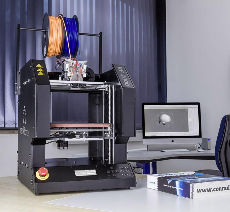 Der 3D-Drucker RF2000 bietet neben dem Funktionsumfang des Vorgängermodells als wichtigste Neuerung einen Dual-Extruder, der Zweifarbdruck sowie Druck von wasserlöslichen Stützstrukturen für noch komplexere 3D-Modelle ermöglicht.