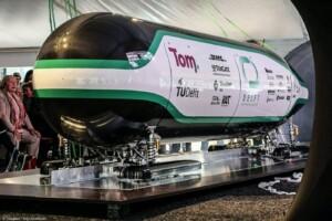 tu_delft_voxeljet_hyperloop_pod2_01