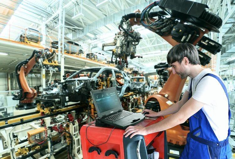 Semi-robust-und-vielseitig-Industrie-Notebook-f-r-den-rauen-Arbeitsalltag