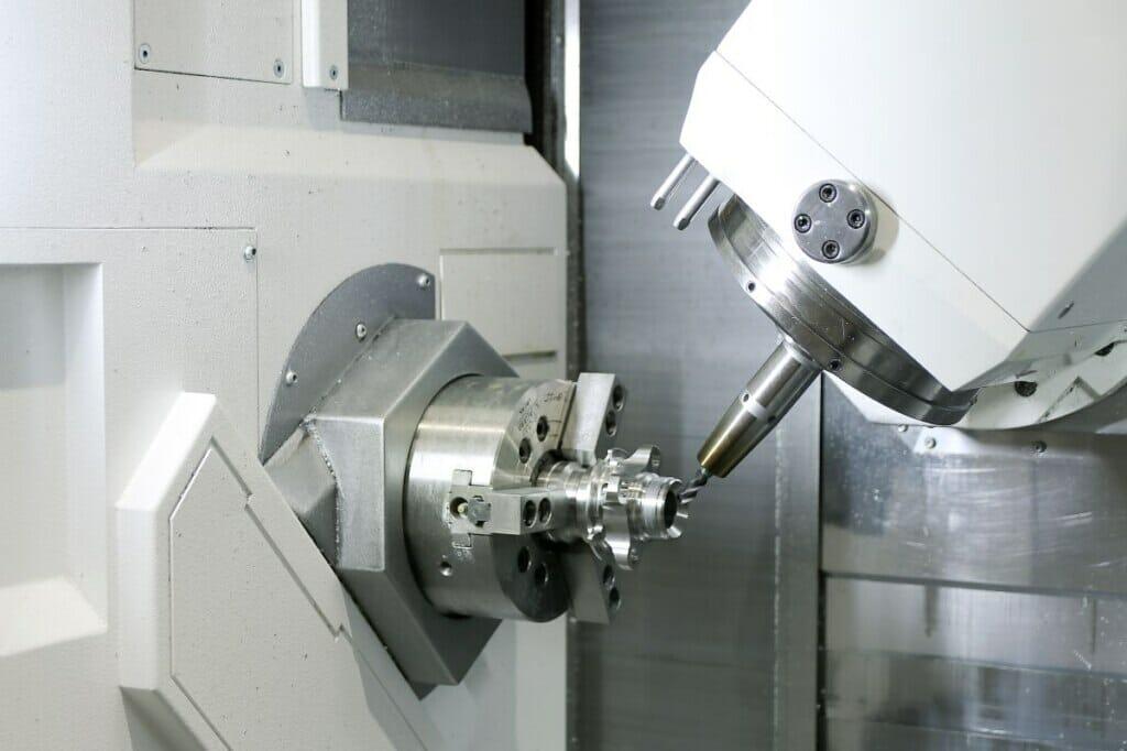 Werkzeugmaschine: Werkstück, eingespannt in die Mazak Integrex i 100ST
