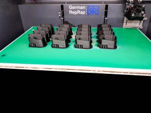 der_german_reprap_x350_bei_der_serienproduktion_von_16_teilen_gleichzeit