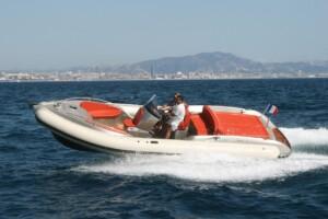 luxury_motor_cruiser_bonds_with_araldite