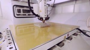 CNC-Fräsen und additive Fertigung mit einer Anlage